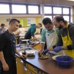 Die Kochgruppe kochte mit syrischen Gästen landestypisches Speisen...